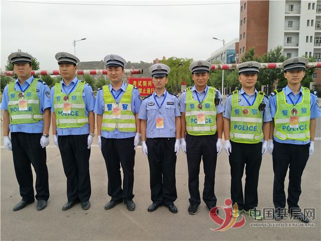 保德交警助力高考 为莘莘学子保驾护航