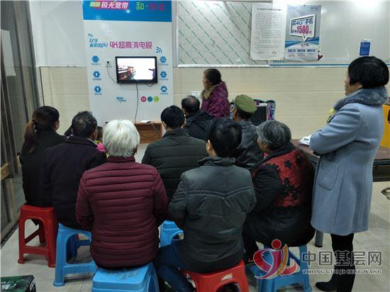 德兴市香屯街道组织党员干部收看《榜样3》专题片