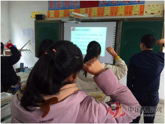 婺源县鄣公山共大开展宪法日课堂实践教育