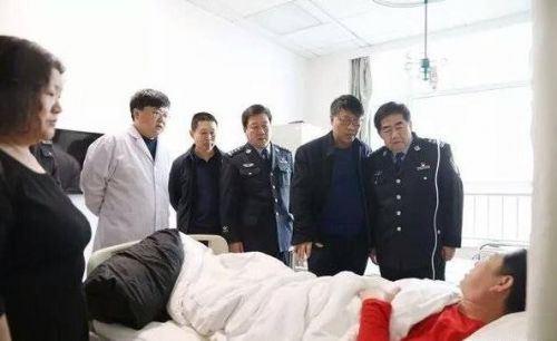 山西尧都区公安局党委书记师安平看望慰问生病辅警
