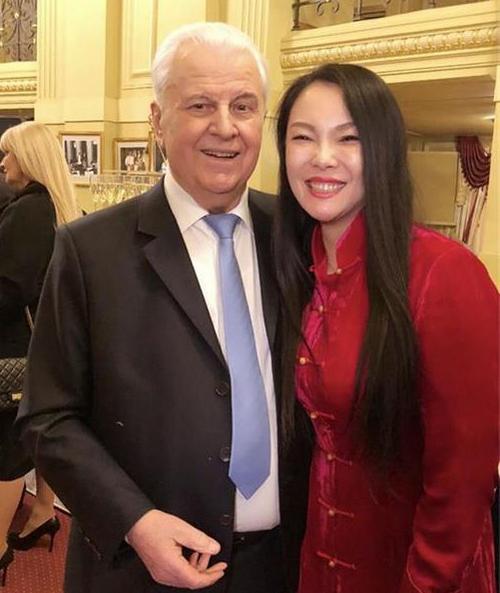 著名青年歌手马晓薇应邀出席乌克兰首任总统生日宴会