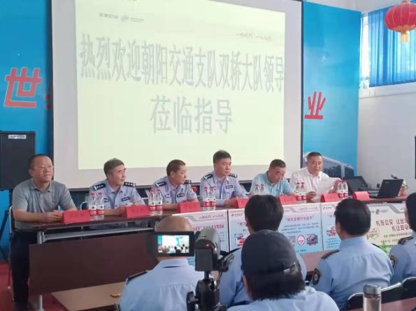 北京交警联合北京公交对不文明行为说不-中国传真