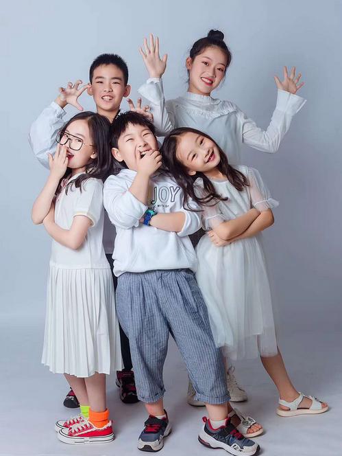 李小锤领衔主演《东北·家有儿女》-中国传真
