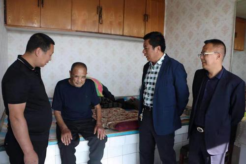榆树市工商联第九分会为老兵献爱心-中国传真