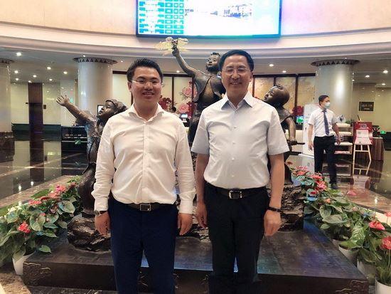 山东潍坊市委书记惠新安会见地月科技集团董事长张钊一行